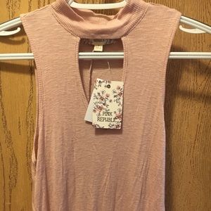 Cute Kohl's light pink top! size (s) very stretchy